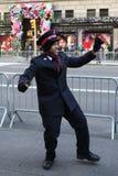 Il soldato dell'esercito della salvezza esegue per le collezioni nel Midtown Manhattan Fotografie Stock
