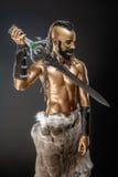 Il soldato potente dell'oro con la spada Immagini Stock