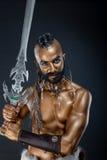 Il soldato potente dell'oro con la spada 5 Fotografie Stock