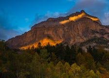 Il sole dell'ultimo rays illuminando la montagna di Tozal de Mallo Fotografie Stock