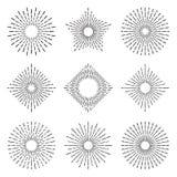 Il sole radiante elegante del retro sprazzo di sole rays le linee Sole d'annata che scoppia i cerchi, linea insieme di scoppio di illustrazione vettoriale