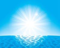 Il sole sopra il mare Immagine Stock