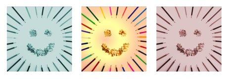 Il sole sorridente ha sistemato dai trucioli dei pastelli della matita e dei pastelli Trittico nel colore verde, marrone e natura Fotografia Stock