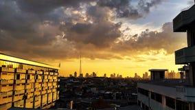 Il sole splende la costruzione immagini stock