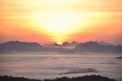 Il sole stava sostenendo il pendio di collina Immagine Stock Libera da Diritti