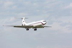 IL62 som landar till landningsbanan fotografering för bildbyråer