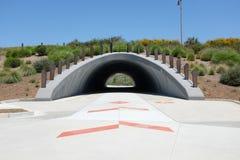 Il sottopassaggio di area di Bosque a cadenza permette che le biciclette ed il pedone viaggino senza impedimenti fotografie stock libere da diritti