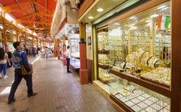 Il souk o il mercato dell'oro della città del Dubai, Deira Gli Emirati Arabi Uniti fotografia stock libera da diritti