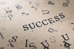 il successo di parola della lettera dell'alfabeto dal bollo segna la fonte con lettere su carta FO Fotografia Stock