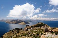 Il Sudamerica, paesaggio del lago Titicaca Immagini Stock Libere da Diritti