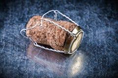 Il sughero di Champagne tappa il cavo torto sull'alcool metallico del fondo Fotografia Stock Libera da Diritti