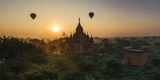 Il Sun aumenta in Bagan, Myanmar Fotografia Stock Libera da Diritti