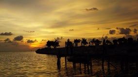 Il Sun dorato di tempo ha fissato lasso di tempo del cielo & del mare archivi video