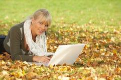 Il suo autunno! Fotografie Stock Libere da Diritti