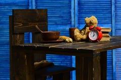 Il suo concetto di tempo Il suo tempo per imparare Il suo tempo per divertimento Il suo tempo di cenare ancora la sua quell'epoca immagini stock