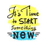 Il suo tempo di iniziare qualche cosa di nuovo - per ispirare e citazione motivazionale Bella iscrizione disegnata a mano Stampa  immagine stock