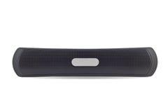 Il suono dell'altoparlante per basse frequenze e il bluetooth neri di sincronizzazione con lo smartphone hanno isolato la o Fotografie Stock