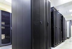 Il supercomputer ragruppa nella stanza del centro dati moderno Fotografia Stock Libera da Diritti