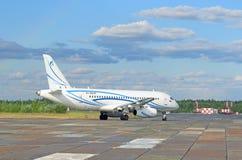 Il SuperJet 100-95LR RA-89049 del passeggero Fotografia Stock