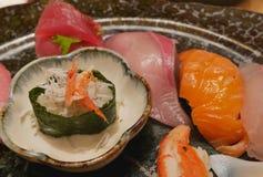 Il sushi del sashimi è selezionato il più bene Per essere un benvenuto turistico ad Osaka City è un porto marittimo Fotografia Stock Libera da Diritti