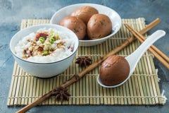 Il tè eggs con il porrige del riso, prima colazione cinese Immagini Stock