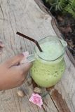 Il tè verde ed il latte ghiacciati è deliziosi Immagini Stock