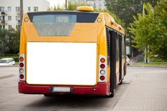 Il tabellone per le affissioni in bianco sopra appoggia del bus Fotografia Stock