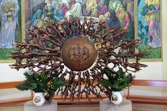 Il tabernacolo sull'altare principale della cattedrale di Madre Teresa in Vau i Dejes, Albania Immagini Stock Libere da Diritti