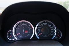 Il tachimetro sul pannello di controllo dell'automobile, interno dell'automobile Immagine Stock Libera da Diritti