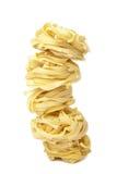 Il tagliatelle grezzo della pasta ha isolato Fotografia Stock