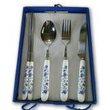 Il taglio blu della forcella del coltello del cucchiaio della porcellana giapponese dell'argenteria attacca la cassa antica decor Immagine Stock