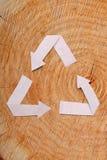 Il taglio di legno del primo piano e ricicla il simbolo Fotografie Stock