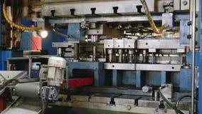 Il taglio idraulico introduce il processo video d archivio