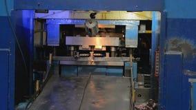 Il taglio idraulico introduce il processo stock footage