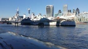 il Tamigi e nave da crociera Fotografie Stock Libere da Diritti