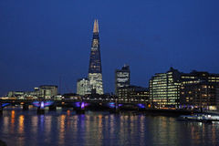 Il Tamigi, ponte di Southwark, il coccio, Londra Fotografie Stock