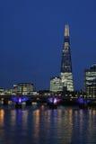 Il Tamigi, ponte di Southwark, il coccio, Londra Fotografia Stock Libera da Diritti