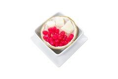 Il tartufo tailandese del dessert allo sciroppo ed il latte di cocco hanno servito i wi Immagini Stock