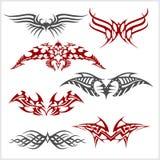 Il tatuaggio ha messo nello stile tribale su fondo bianco Fotografia Stock