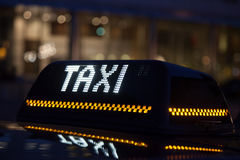 Il taxi firma dentro Bruxelles Fotografie Stock Libere da Diritti