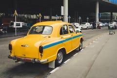 Il taxi giallo indiano fotografia stock