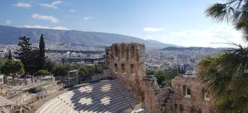 Il teatro dell'attico di Herodion sotto le rovine dell'acropoli fotografia stock