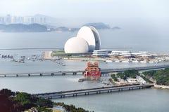 Il teatro dell'opera gigante delle coperture è il museo di Zhuhai, il centro espositivo di progettazione urbana ed il centro cult fotografia stock libera da diritti