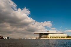 Il teatro dell'opera vicino al canale Copenhaghen Fotografia Stock Libera da Diritti