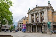 Il teatro nazionale a Oslo è uno del ` s più grande e la maggior parte della Norvegia immagine stock libera da diritti