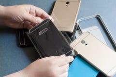 Il telefono cellulare di plastica riveste la varietà su gray Fotografie Stock