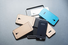 Il telefono cellulare di plastica riveste la varietà su gray Immagini Stock Libere da Diritti