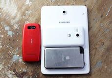 Il telefono cellulare differente marca a caldo Samsung, Nokia, la mela, Huawei Immagine Stock