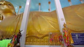 Il tempio è il più grande Buddha adagiantesi video d archivio