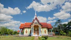 Il tempio è il più grande Buddha adagiantesi in Tailandia a Chanthaburi archivi video